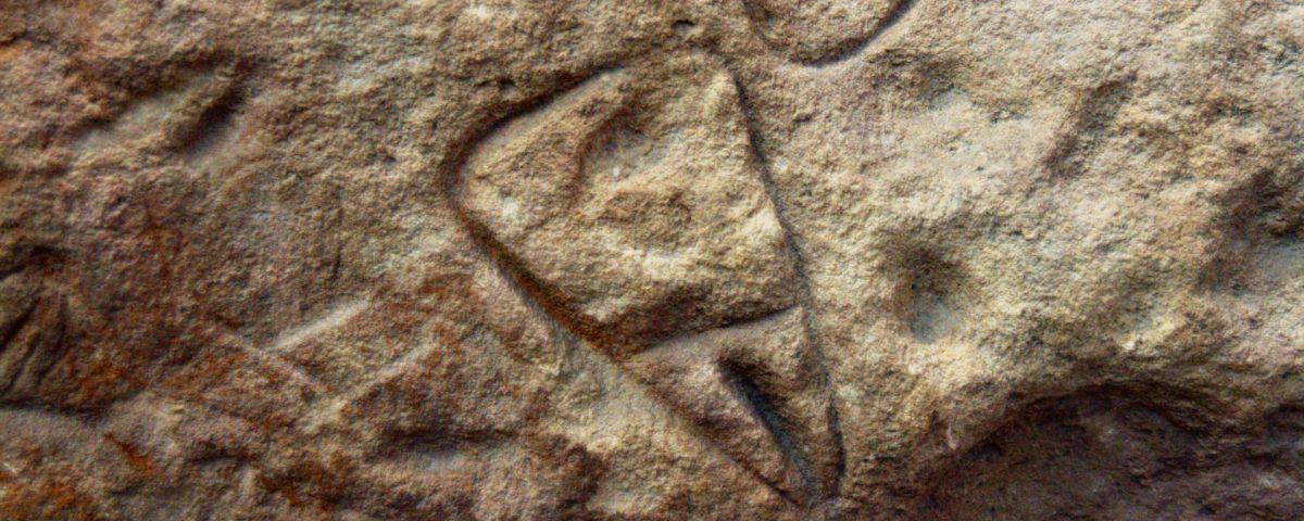 Vulves gravées sur les parois de la grotte de La Ferrassie, en Dordogne